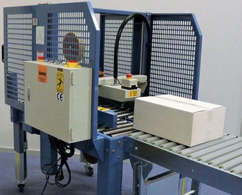 Nova Flexi tapemaskine - velegnet til pakkelinjer med varierende kartonstørrelser.